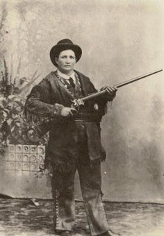 Martha Jane Cannary, known as Calamity Jane was a notorious American frontier woman in the days of the Wild West. As unconventional and wild as the territory she roamed, she has become a legend Calamity Jane, George Custer, Gangsters, Kings & Queens, Old West Photos, Into The West, Le Far West, Mountain Man, Interesting History