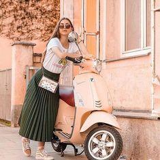 Piaggio Scooter, Scooter Wheels, Vespa Lambretta, Motor Scooters, Vespa Scooters, Mobility Scooters, Vespa Girl, Scooter Girl, Scooter Drawing