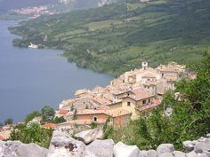 Barrea – Wikipédia Grand Canyon, National Parks, Italy, River, Mountains, Mansions, House Styles, Nature, Outdoor