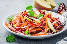 ) with the refreshing flavors in this salad of julienned carrots, beets, and apples. Detox Recipes, Raw Food Recipes, Salad Recipes, Healthy Recipes, Becoming Vegetarian, Vegetarian Lifestyle, Carrot Salad, Apple Salad, Vegetables