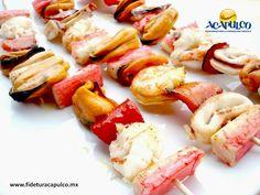 https://flic.kr/p/RKJcgU | Deléitate con unas brochetas de mariscos en el restaurante Junto al Mar de Acapulco. GASTRONOMÍA DE MÉXICO 2 | #gastronomiademexico Deléitate con unas brochetas de mariscos en el restaurante Junto al Mar de Acapulco. GASTRONOMÍA DE MÉXICO. Junto al Mar es un restaurante de Acapulco que se ha hecho famoso por sus mariscos hechos a la parrilla, pues la brasas les dan un mejor sabor, como las brochetas que contienen camarones, almejas, surimi, vegetales y mucho más…