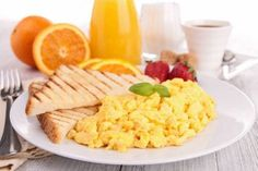 Why You Should Eat a Healthy Breakfast. Leave a Comment Below! Healthy Fast Food Breakfast, Low Calorie Breakfast, Quick Healthy Meals, Homemade Breakfast, Eat Breakfast, Healthy Snacks, Healthy Eating, Healthy Recipes, Protein Breakfast