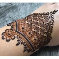 Mehndi design makes hand beautiful and fabulous. Here, you will see awesome and Simple Mehndi Designs For Hands. Henna Hand Designs, Basic Mehndi Designs, Mehndi Designs Finger, Wedding Henna Designs, Engagement Mehndi Designs, Floral Henna Designs, Mehndi Designs For Girls, Mehndi Designs For Beginners, Latest Mehndi Designs