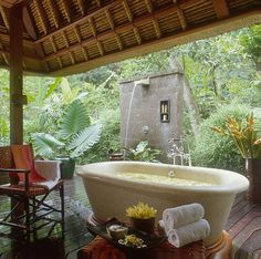Four Seasons Bali at Sayan. Love the outdoor shower. Four Seasons Bali at Sayan. Love the outdoor shower. Outdoor Bathtub, Outdoor Bathrooms, Dream Bathrooms, Beautiful Bathrooms, Indoor Outdoor, Outdoor Showers, Rustic Outdoor, Outdoor Privacy, Small Bathrooms