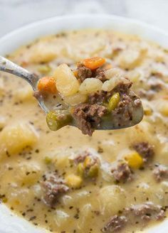 Creamy Potato and Hamburger soup! This hamburger soup is the perfect way to warm. , Creamy Potato and Hamburger soup! This hamburger soup is the perfect way to warm up this winter! You can make it in the crockpot or stove top! Roast Beef Sandwich, Sandwich Bar, Soup And Sandwich, Sandwiches, Plateau Charcuterie, Slow Cooker Recipes, Cooking Recipes, Cooking Tips, Mama Cooking