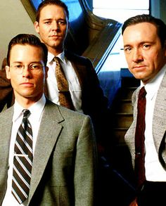 EDMUND (Guy Pearce), BUD (Russell Crowe), JACK (Kevin Spacey) - L.A. Confidential (1997). Classic Film Noir, Classic Films, Film 1990, Movie Stars, Movie Tv, Goodbye Christopher Robin, La Confidential, Detective, Guy Pearce
