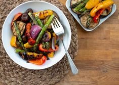 Marinated vegetables are grilled to perfection. Side Dish Recipes, Vegetable Recipes, Vegetarian Recipes, Dinner Recipes, Healthy Recipes, Eggplant Dishes, Eggplant Recipes, Marinated Vegetables, Grilled Vegetables
