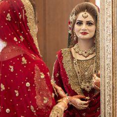 Love the idea of setting dupatta ❣️ Bridal Mehndi Dresses, Pakistani Wedding Outfits, Pakistani Wedding Dresses, Pakistani Dress Design, Wedding Hijab Styles, Bridle Dress, Pakistan Bride, Elegant Summer Dresses, Muslimah Wedding Dress