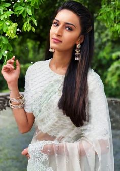 Indian Tv Actress, Indian Actresses, Family Outfits, Family Clothes, Erica Fernandes Hot, Bollywood Girls, Bollywood Stars, Teen Girl Poses, Indian Designer Outfits