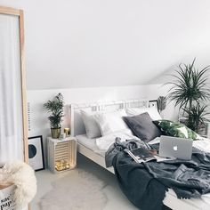 "Gefällt 7,095 Mal, 84 Kommentare - Adrianna (@alabasterfox) auf Instagram: ""Mood . . . #bedroomdecor #bedroom #bedroomdesign #bedroominspo #scandinaviandesign…"""