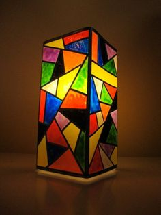Lamp with puffy paint to look like stained glass. Stained Glass Lamp Shades, Stained Glass Angel, Painting Lamp Shades, Painting Lamps, Mosaic Art, Mosaic Glass, Glass Art, Garrafa Diy, Tiffany Art