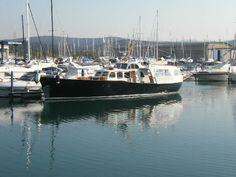 Un'imbarcazione unica, dal particolare aspetto vintage. L'ASTILLERO AMSTERDAM - NAVETTA DE VRIES 22 è una barca degli anni 50 ricca di comfort e accessori. Lunga più di 20 metri ha due motori Diesel della Gardner e moltissimo da offrire!  Se vuoi saperne di più riguardo a questa barca trovi tutte le info su:  http://www.dalvi.it/marinebrokerage/ita/barche-usate/astillero-amsterdam-navetta-de-vries-22-id5147