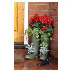 Wellington Boots used as a Planter. Use a box cutter or X-acto knife to cut holes in old rain boots. These make lovely strawberry and herb planters too. Tall Planters, Flower Planters, Diy Planters, Garden Planters, Planter Ideas, Garden Whimsy, Garden Junk, Container Plants, Container Gardening