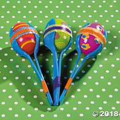 Shake things up with these Easter egg crafts. For kids, these plastic egg maracas are a fun way to make a little noise and for parents, there is no worry . Preschool Crafts, Fun Crafts, Crafts For Kids, Plastic Eggs, Plastic Spoons, Easter Egg Crafts, Easter Eggs, Diy With Kids, Wie Macht Man