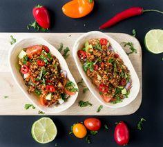 vegane Tortillas mit Quinoa, Avocado, Salsa, Chilis