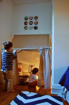 An Easy DIY Hideaway My girls' absolute favorite thing in the world? A good hideout. Whether it's a sheet fort, teepee, or even a good [. Diy Kids Teepee, Diy Tent, Kids Tents, Kids Corner, Indoor Forts, Kids Fort Indoor, Indoor Camping, Indoor Playground, Deco Kids