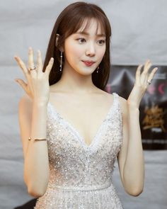 So gorgeous Lee Sung Kyung Korean Actresses, Korean Actors, Actors & Actresses, Sung Lee, Lee Sung Kyung Hair, Lee Sung Kyung Style, Lee Sung Kyung Makeup, Korean Beauty, Asian Beauty