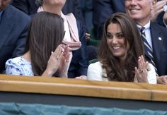 Kate Middleton Photos - Catherine, Duchess of Cambridge and Pippa Middleton smile and whisper to one anther as they watch the mens singles final at the 2012 Wimbledon Championships. - Stars at Wimbledon Catherine Cambridge, Duchess Of Cambridge, Kate Middleton Photos, Pippa Middleton, Kate And Pippa, Duchess Kate, Wimbledon, Funny Faces, Queen Elizabeth