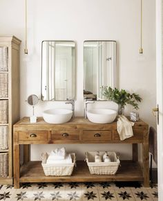 White Bathroom Tiles, Modern Bathroom Decor, Bathroom Interior Design, Master Bathroom, Bathroom Ideas, Bathroom Plants, Industrial Bathroom, Bathroom Layout, Interior Ideas