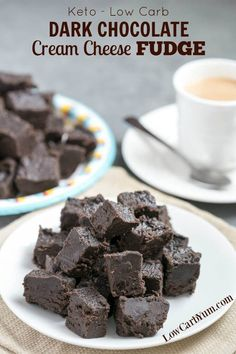 Dark chocolate Fudge: Made from a combination of cream cheese and dark chocolate, among other ingredients! Satisfy your sweet tooth with this heavenly cream cheese dark chocolate keto fudge. It's a delicious low carb treat with only 1 gram net carb per sq Brownies Keto, Keto Fudge, Keto Cheesecake, Weight Watcher Desserts, Desserts Keto, Dessert Recipes, 0 Carb Snacks, Keto Desert Recipes, Stevia Desserts