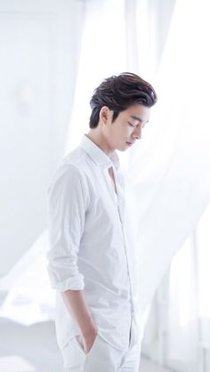 """neutral/minimalist Gong Yoo lockscreens "" • 640x1136 • like/reblog if you use"