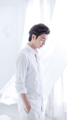 """neutral/minimalist Gong Yoo lockscreens "" • 640x1136 • like/reblog if you use"