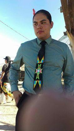 Applique tie Native Style, Native Art, Native American Models, Native Fashion, Beaded Moccasins, Aboriginal Culture, Ribbon Skirts, Native Design, Nativity Crafts