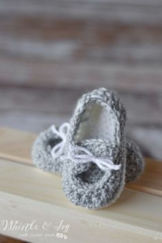 Free Crochet Pattern - Baby Boat Booties   Your little one will be stylin' in these adorable little boat shoes. {Free Pattern by Whistle and Ivy}