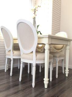 En nuestro NIDAZO: mesa de comedor blanco italiano y sillas Luis XV tapizado crudo, ambas de Artelore.