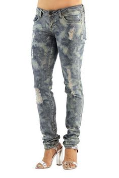 What sets Dylan George apart from the hundreds of other denim brands in today's market is the authentic washes. One thing is for sure, it is certain to be another statement of inimitable premium fashi