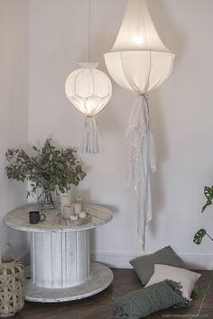 Do it yourself lustre inspiré des Koushi Wabi Sabi How To Make A Chandelier, Diy Chandelier, Do It Yourself Lampe, Unique Lighting, Home Interior, Decoration, Diy Furniture, Diy Home Decor, Shabby