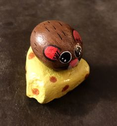 Tiny Mouse Sitting on Cheese Painted Rock, Collectible & Decor Pebble Painting, Pebble Art, Stone Painting, Painted Rock Animals, Painted Rocks Kids, Painted Pebbles, Painted Stones, Rock Painting Patterns, Rock Painting Designs
