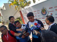 GUILLERMO MARTÍNEZ NO TEME PELEAR POR TITULARIDAD EN CHIVAS El novato no se siente presionado por competir al lado de jugadores como Alan Pulido y Ángel Zaldívar. Se dice emocionado de haber debutado con el Rebaño en la Liga MX. El atacante adelanta que Chivas llega con la consigna de lograr un nuevo campeonato en la Copa MX.