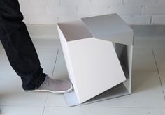 this dustbin operates counter-intuitively, with the bin itself moving with the foot lever rather than the lid. from designyoutrust.com: Designed by Grace Youngeun Lee this Waste Bin is characterized by simple and minimalist lines. By stepping on the pedal, the bin opens towards you- yet the cover remains stationary. This natural motion is emphasized through a graphic division of color and material. #lovelyminimalism #trashneedsahometoo #wouldbegreatanywhere Can Design, Clever Design, Smart Design, Cool Designs, Trash Bins, Sheet Metal, Minimal Design, Gadgets, Home Decor Accessories