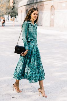 Heels don& need to be reserved for dressy occasions. Here are the casual outfits with heels we& seeing on the street style scene. Girl Fashion, Fashion Looks, Fashion Outfits, Fashion Trends, Classy Fashion, Casual Outfits, Vintage Fashion, Fashion Ideas, Summer Outfits