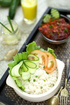 masam manis: Nasi Ayam Singapore Food, Asian Recipes, Ethnic Recipes, Indonesian Food, Chicken Rice, Food Design, Cobb Salad, Potato Salad, Sushi