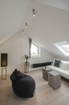 kleines Wohnzimmer Dachschräge Möbel arrangeiren