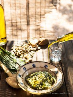 tipico piatto della cucina pugliese pure di fave e cicorielle selvatiche condite con il nostro olio extra biologico di oliva
