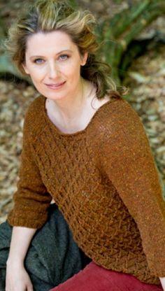 Gratis strikkeopskrifter   Strikket smuk sweater med hulmønster   Feminin strik til kvinder