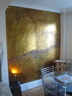 PlumSiena: What a Wall! Emily Swift-Jones She began with a normal, painted wall, smoothed it out with joint compound, primed with shellac and then went to town. The steps included Dutch metal gold lea (Step Interior Tiny House) Metallic Paint Walls, Gold Walls, Metallic Gold, Metallic Colors, Gold Painted Walls, Metal Walls, Tadelakt, Wall Finishes, Faux Paint Finishes