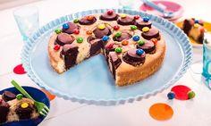 Ein witziger Marmorkuchen mit Waffelbechern für den Kindergeburtstag