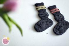 Junasukat vauvalle kärjestä aloittaen – Mehukekkerit Socks, Knitting, Baby, Tricot, Breien, Newborn Babies, Infant, Knitting And Crocheting, Baby Baby