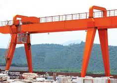 A-type double girder gantry crane can be with box structure or truss structure as needed: http://ellsengantrycranes.com/a-type-double-girder-gantry-crane/.