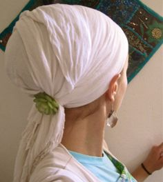 Simple and elegant hair covering with a fancy pin / brooch. headscarf, head scarf, scarf, scarves, tichel, mitpachat, hat, cap, snood, bandana, hair cover, haircover, haircovering, head cover, headcover, headcovering, hijab, modest, modesty, tznius, tzniut