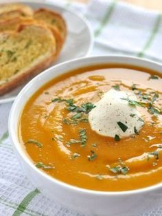 Soup - Classic and Easy Classic Pumpkin Soup - plop 5 ingredients into a pot, simmer for 10 minutes then whizz.Classic Pumpkin Soup - plop 5 ingredients into a pot, simmer for 10 minutes then whizz. Vegetarian Recipes, Cooking Recipes, Healthy Recipes, Cooking Tips, Recipetin Eats, Soup And Salad, Fall Recipes, Simply Recipes, Gourmet