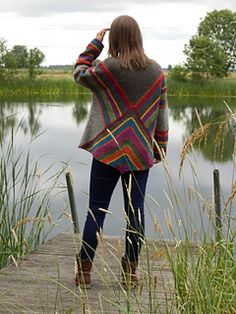 Pulloncho is a poncho/pullover combo Sweater Knitting Patterns, Knitting Designs, Knitting Stitches, Crochet Designs, Knit Patterns, Crochet Tunic, Crochet Jacket, Knitted Poncho, Knit Jacket