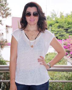 Amo uma blusinha basiquinha... branca então, melhor ainda... para deixar ela não tão basiquinha assim é só colocar um top preto pra deixar o look mais moderninho... mais um mix de colares e pronto!!! Amo!!! {acho q usei essa blusinha uns 3 dias seguidos... 🙈 Usei com short, calça, legging... 😂} . . . . #fashion #style #lookbook #fashiondiaries #shopping #currentlywearing #ootd #blogger #fashionblogger #instablogger #instablog #streetstyle #classy #pretty #instalook #instalove #instastyle…