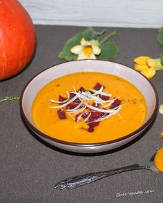 Velouté de potimarron et carottes au curry Eat This, Thai Red Curry, Rolls, Food And Drink, Cooking, Healthy, Ethnic Recipes, Chez Vanda, Simple