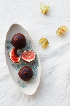 Raw chocolate figs recipe is now in the blog / Raakasuklaaviikunat by Karita Tykkä