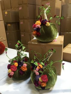 Love these special beauties. Easy Fall Crafts, Thanksgiving Crafts, Thanksgiving Decorations, Holiday Crafts, Holiday Decor, Velvet Pumpkins, Fabric Pumpkins, Fall Pumpkins, Autumn Decorating